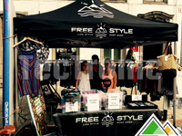 Bedrukte vouwtent van FreeStyle Shop op de braderie in Waterloo.